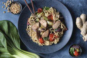 Best_of_Swiss_Gastro_Blogbeitrag_Fuerobigchuchi_Ein_Gegentrend_zum_Lieferhype_Asia_Ingwer_Poulet_Nudeln